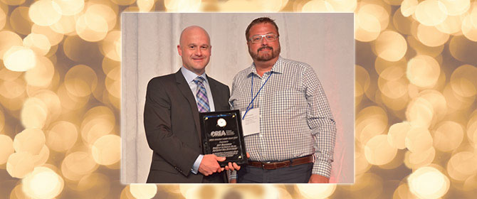 Jeff Mahannah receiving an award from Ray Ferris